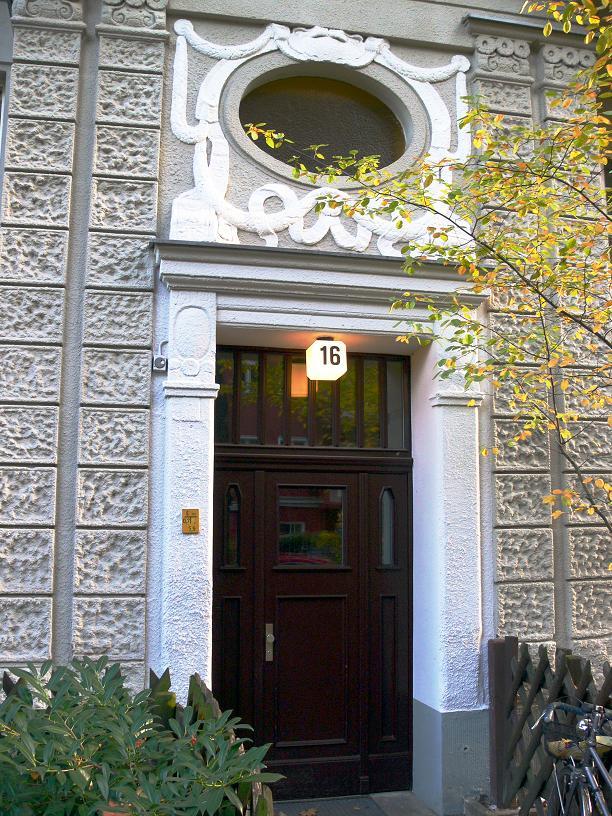 2-Zimmer-Kaiserzeit-Altbauwohnung Friedenau – Nahe Walther-Schreiber-Platz und Schlossstraße