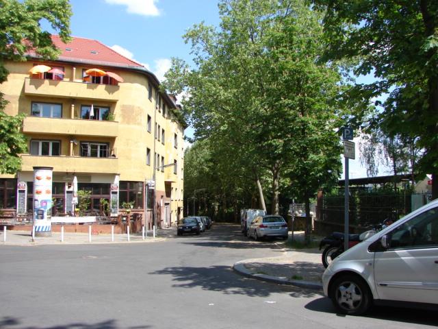 30er Jahre-Charme vis-á-vis vom S-Bahnhof Friedenau